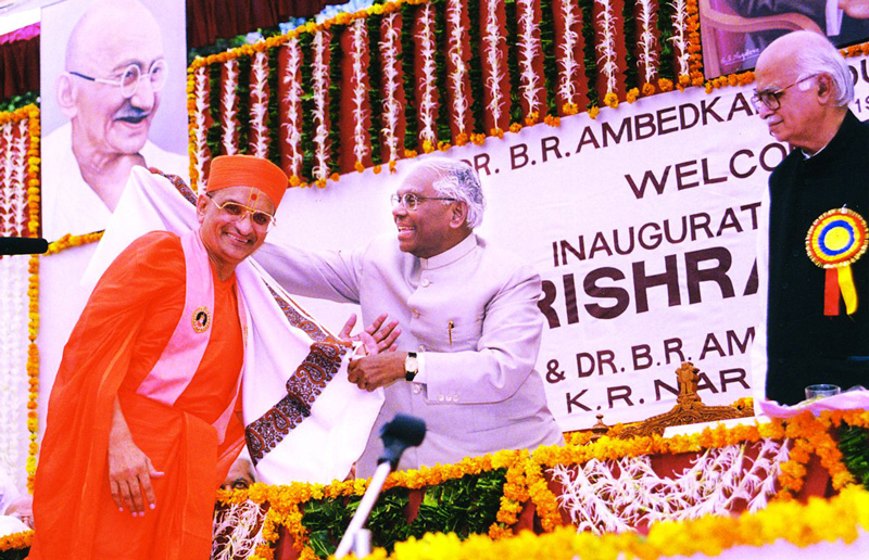President of India Dr K R Narayanan and Achayar Swamishree during the opening of the Dr Ambedkar Law College