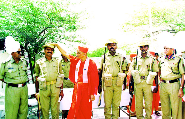 Acharya Swamishree blesses soldiers