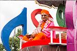 Acharya Swamishree Maharaj Arrives in London for His UK Vicharan