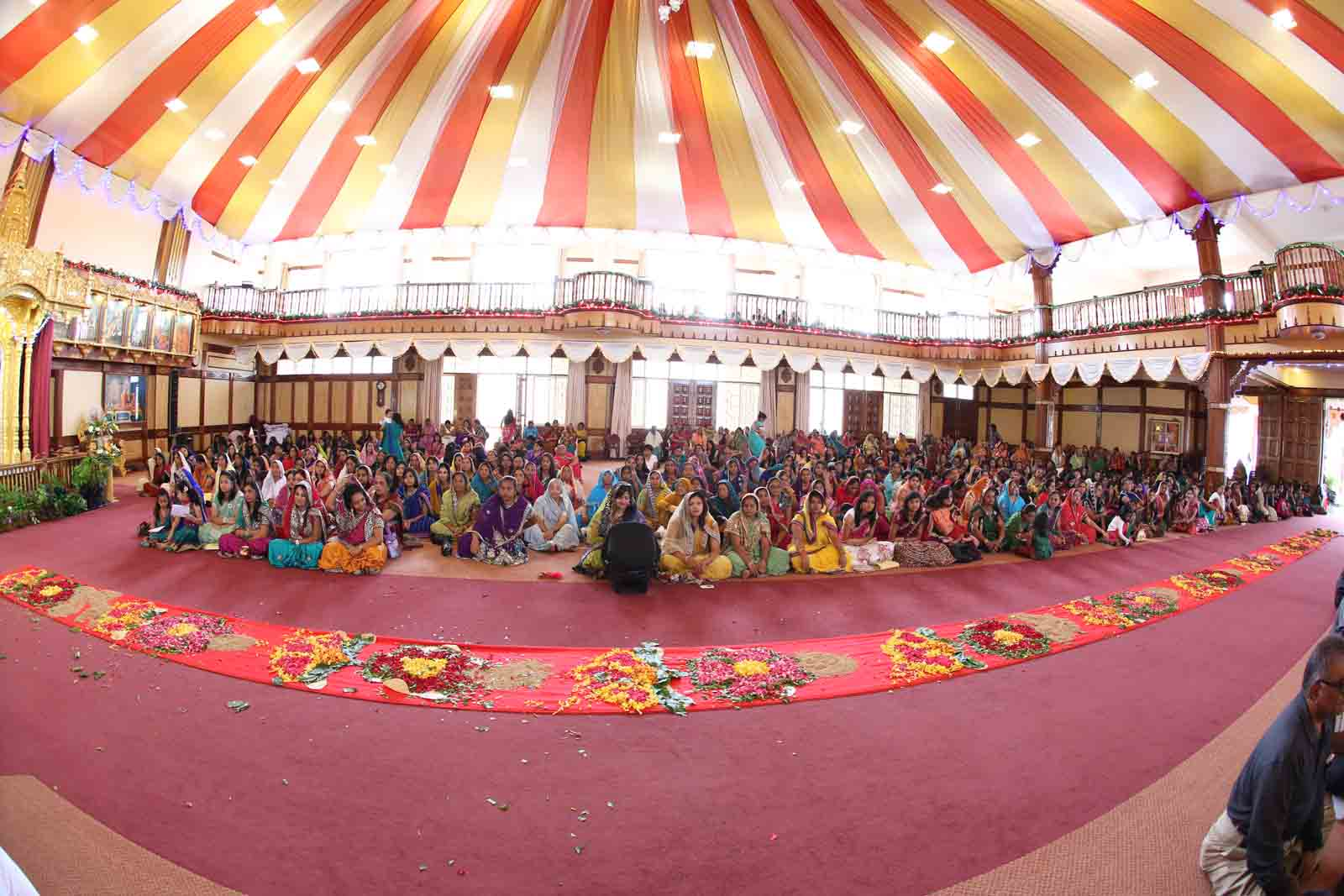 Devotees listening to Acharya Swamishree's divine discourses