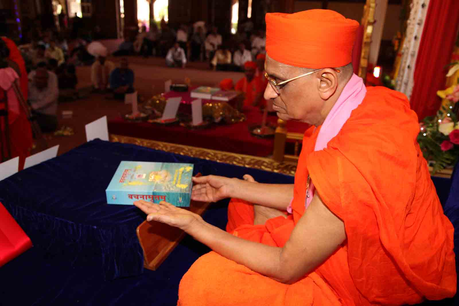 Acharya Swamishree going through the Vachanamrut
