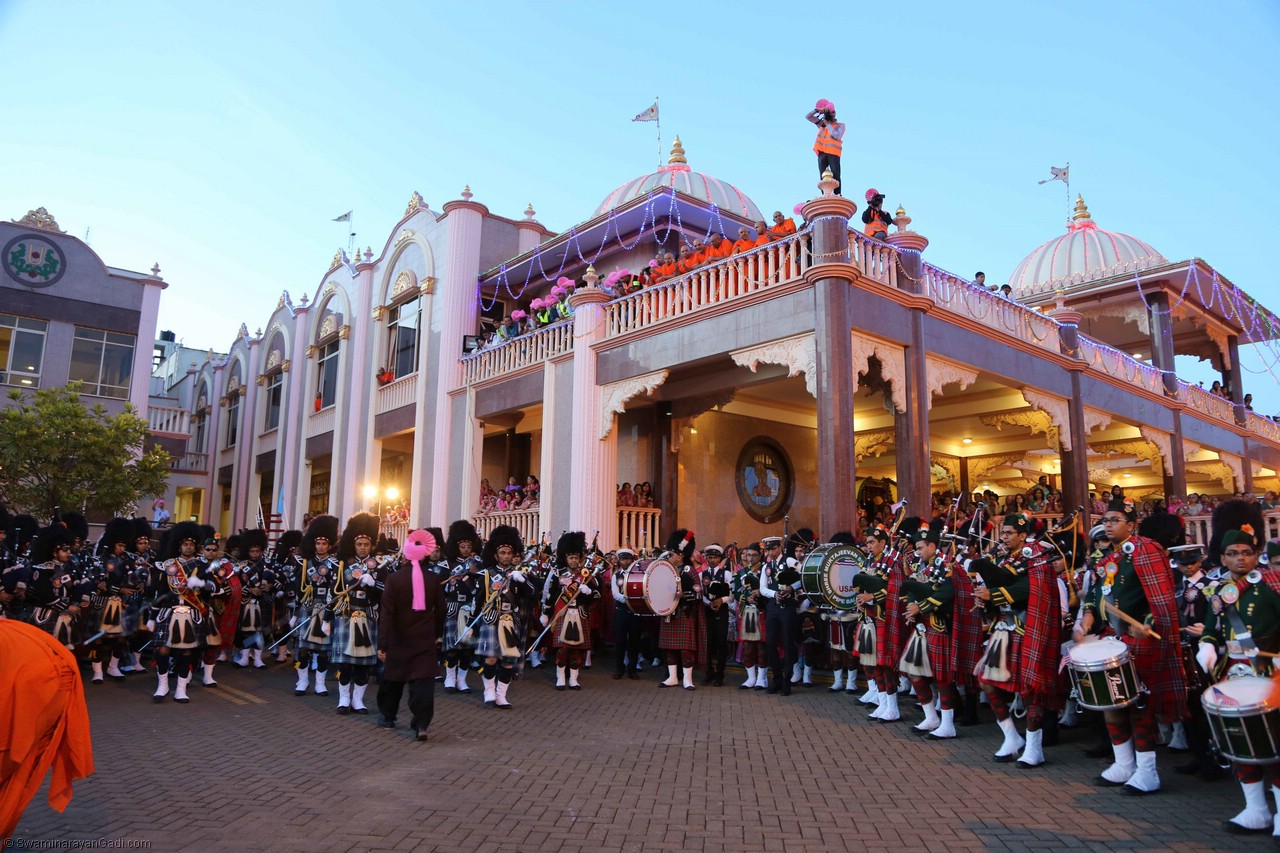 A five day festival was hosted by Shree Swaminarayan Mandir, Nairobi, to mark the sixtieth anniversary of Shree Muktajeevan Swamibapa Pipe Band