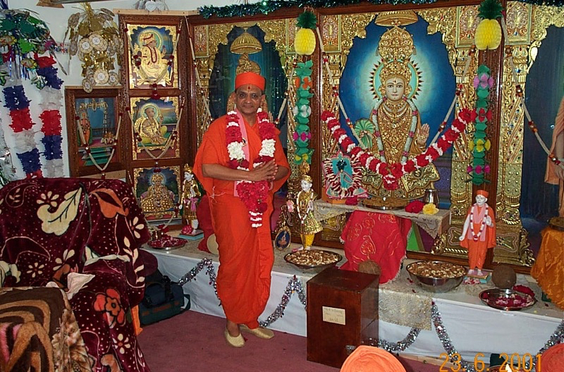 Acharya Swamishree inaugurates a Hari Mandir in Chicago.