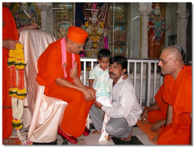Acharya Swamishree gives darshan to Mahesh Kambhani and his father at Shree Swaminarayan Temple Mumbai