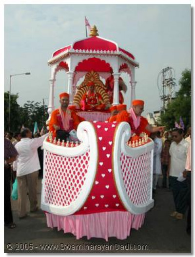 Acharya Swamishree gives darshan seated on a magnificient float during a rally in Ranip