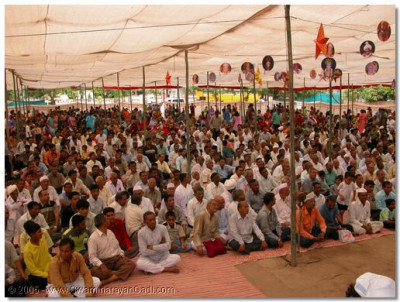 Devotees and public gathered for the special assembly