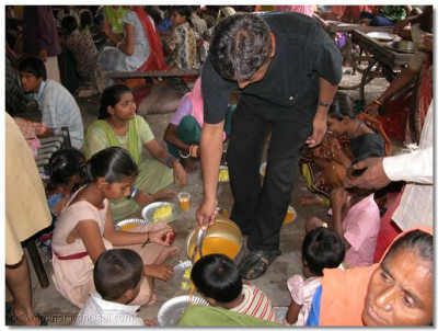 Food being served to the needy