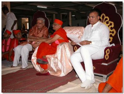 Acharya Swamishree and the guests watch the dance performances