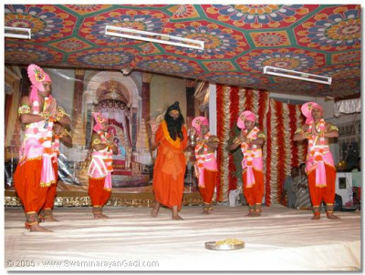 Sants and devotees perform a dance in honour of India
