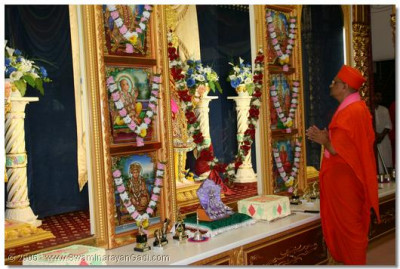 Jeevan Ghadtar Satang Shibir commenced with a prayer to Lord Swaminarayanbapa Swamibapa