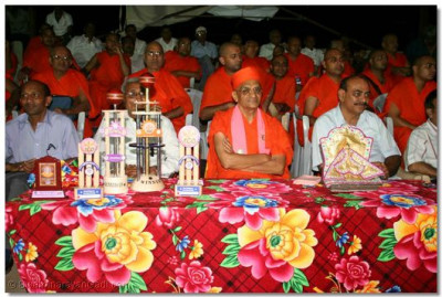 Acharya Swamishree and invited guests watch the end of the finals match