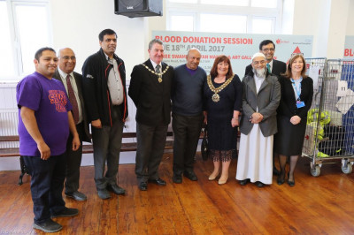The Mayor and honoured guests with the organisers