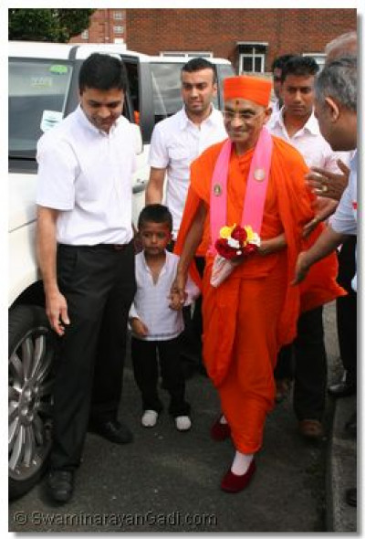 Upon his arrival Acharya Swamishree is met by young Sachin Navin Varsani.