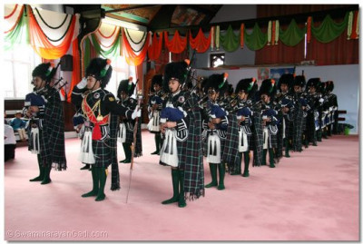 Shree Swaminarayan Gadi Pipe Band perform for the visiting dignitaries.