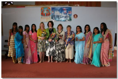 Mayoress and other female dignitaries with our satsangis.