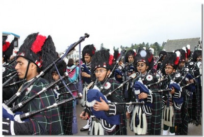 Shree Swaminarayan Gadi Pipe Band in performance at the pier