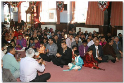 Devotees take part in Shree Sadguru Din