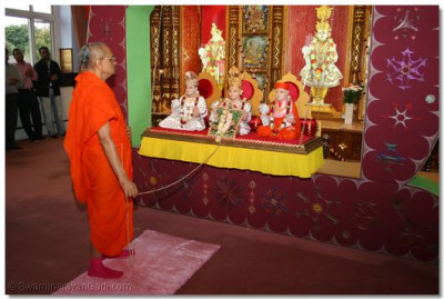Acharya Swamishree in front of the hindoro, gently swinging the Lord and having the divine darshan of the enchanting God