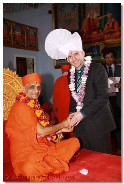 Nick White, Head of Tourism for Bolton Council comes for the darshan of Acharya Swamishree