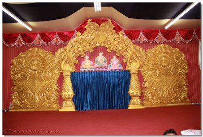 Lord Shree Swaminarayanbapa Swamibapa give darshan on the beautfiully decorated stage