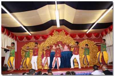 Disciples perform an energetic dance to please Lord Shree Swaminarayanbapa Swamibapa