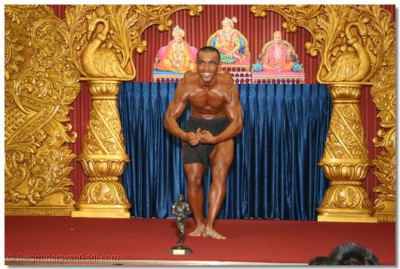 A disciple who has trained as a body builder takes the opportunity to perform to please Lord Swaminarayanbapa Swamibapa