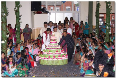 Disciples bring cake as part of the Swagat ceremony