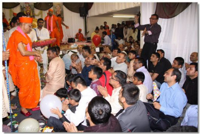 Acharya Swamishree gives sweets prasad to all