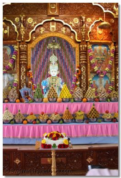 A variety of delicious sweet and savoury dishes are offered to Lord Shree Swaminarayan