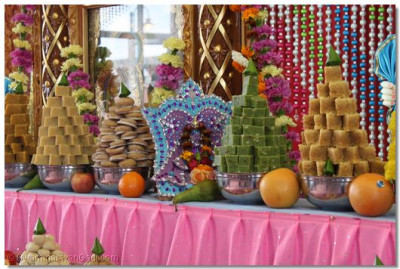 A variety of delicious sweet and savoury dishes are offered to Shree Harikrishna Maharaj