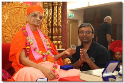 His Divine Holiness Acharya Swamishree give out momento's