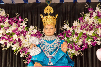 Divine darshan of Lord Shree Swaminarayan seated on the magnificent stage
