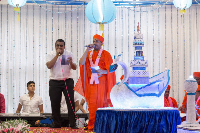 Talented sants and disciples sing devotional songs to please Lord Shree Swaminarayanbapa Swamibapa