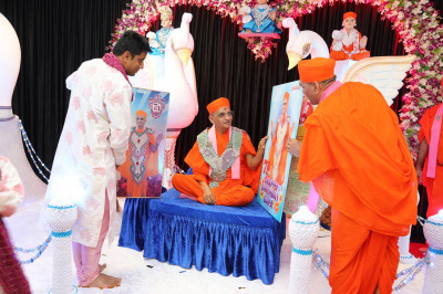 Sants and disciples present the custom made birthday cards to His Divine Holiness Acharya Swamishree