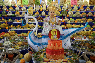 The magnificent annakut (food mountain) is prepared by disciples and offered to Lord Shree Swaminarayanbapa Swamibapa