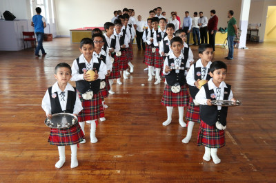 The cadets of Shree Swaminarayan Gadi Pipe Band Bolton carry various gifts to please the Lord