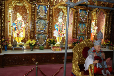 Divine darshan of Lord Shree Swaminarayanbapa Swamibapa at Shree Swaminarayan Mandir Bolton