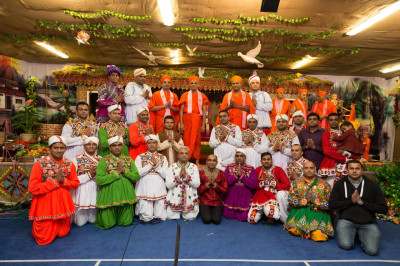 His Divine Holiness Acharya Swamishree blesses all Sants and disciples