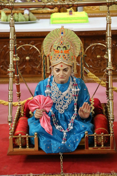 Divine darshan of Jeevanpran Shree Abji Bapashree seated on a swing