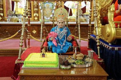 Divine darshan of Jeevanpran Shree Abji Bapashree dining on delicious cake and sweet and savouries