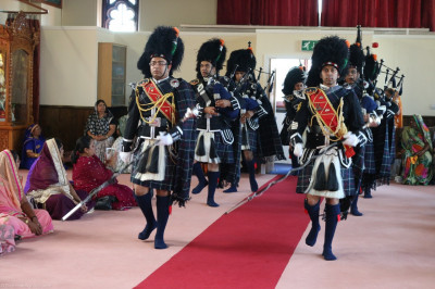 Shree Muktajeevan Swamibapa Pipe Band Bolton perform leading the procession into the mandir hall