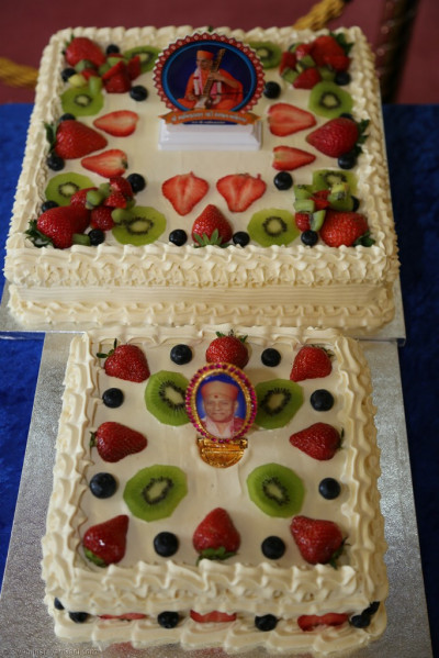 The delicious Gurupoonam celebration cakes