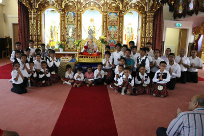 Young disciples and cadets of Shree Muktajeevan Swamibapa Pipe Band Bolton who carried gifts for the Lord