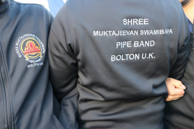 Disciples adorned with the new Shree Muktajeevan Swamibapa Pipe Band Bolton UK's new travel wear