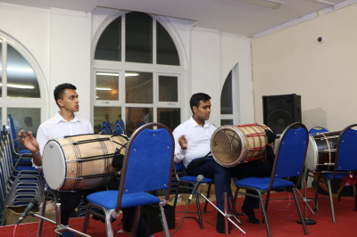 Young disciples play dhol during raas