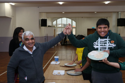 Disciples compete in rolling chappatis