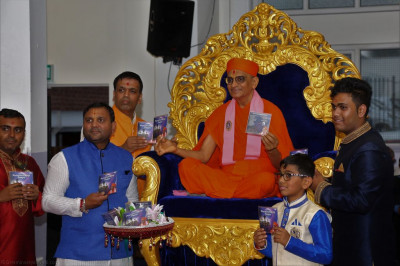 His Divine Holiness Acharya Swamishree officially releases the new audio CD of devotional songs