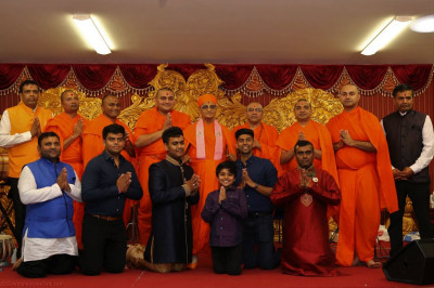 His Divine Holiness Acharya Swamishree blesses all sants and disciples who took part in the devotional evening concert and the evening celebration sponsors
