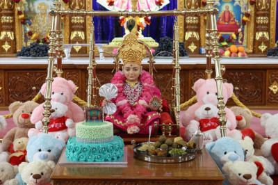 Divine darshan of Lord Shree Swaminarayan dining on various sweets and savouries and cake