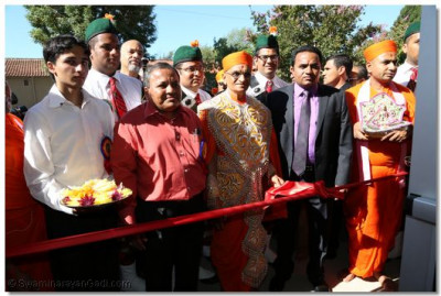 Acharya Swamishree performs the ribbon-cutting ceremony, officially opening the doors to Shree Swaminarayan Temple Los Angeles for all moksh-seeking individuals